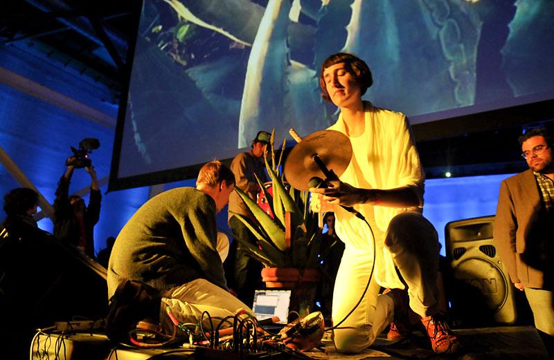 Ecoutes Au Vert / Genève / Aventures sonores au grand air! / ECOUTES AU VERT aux BAINS DES PAQUIS 17:30 - 22h: Live/Perfo de LUCKY DRAGONS (Upset the Rhythm - Los Angeles) + Live de BUVETTE (Pan European - Leysin)  / 1158045647