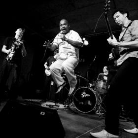 Ecoutes Au Vert / Genève / Aventures sonores au grand air! / EAV au Bateau: Soirée Spéciale Rock & Groove > UkanDanz (Ethiopie/F) + Massicot (Ge) en Concert + dj Lady Black Sally (Rock This Town) / 9883938
