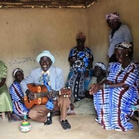 Ecoutes Au Vert / Genève / Aventures sonores au grand air! / EAV au MEG: OGOYA NENGO & the Dodo Women's Group (Honest Jon's - Kenya) + Les Diplomates (Palmwine / Gravitation - Fr/Ge)  / 1103274525